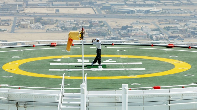 DUBAI, UNITED ARAB EMIRATES - MARCH 2:  Tiger Woods of the USA hits balls from the heli-pad on top of the Burj Al Arab Hotel before the 2004 Dubai Desert Classic played at the Emirates Golf Club, on March 2, 2004 in Dubai, United Arab Emirates.  (Photo by David Cannon/Getty Images)  *** Local Caption *** Tiger Woods